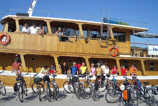 Road Safety Tips For Your Next Bike and Barge Tours Europe